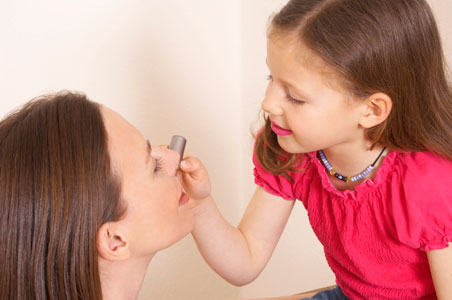 Il primo trucco delle bimbe, aiutiamole nei primi make-up