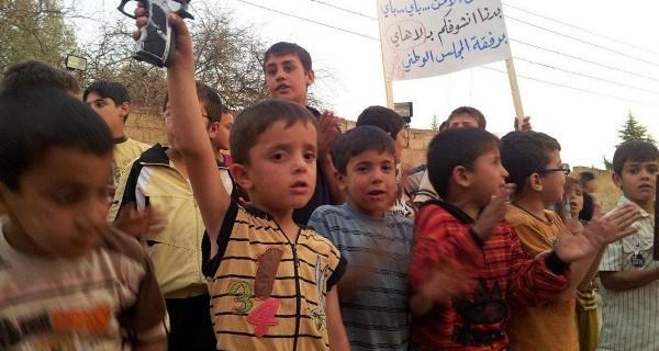 bambini siriani con pistola