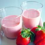 Bavarese alle Fragole: uno squisito dessert al cucchiaio realizzato con fragole fresche e panna