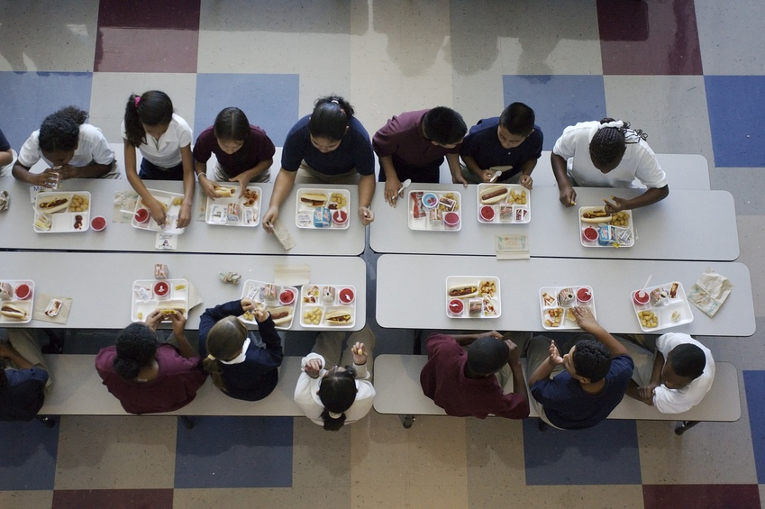 Retta della mensa scolastica non pagata? Si torna a pane e acqua, come per i carcerati!