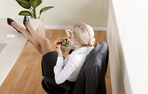 Pausa pranzo: 5 consigli salutari per un momento di relax