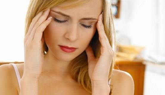 Emicranie e cefalee: colpa anche dei tacchi alti, del sesso e della messa in piega