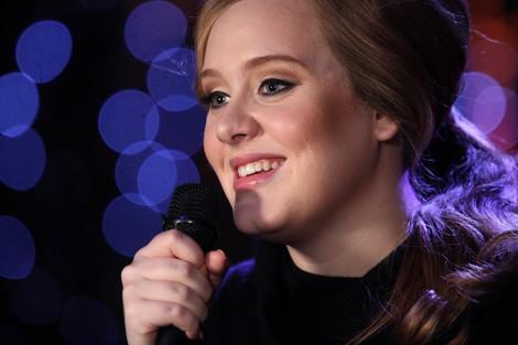 Adele è mamma. Quando le star proteggono la loro vita privata.