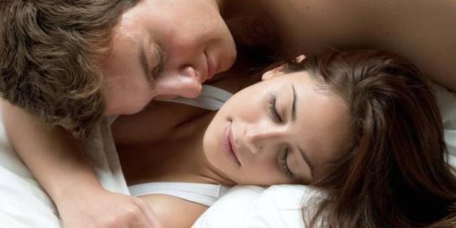 Per rendere felice una donna bastano due ore di coccole al giorno