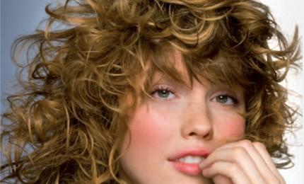 Tutorial-look: Arricciare i capelli con una fascia, prova anche tu!