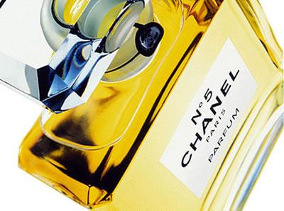 Chanel N°5: storia di un profumo che è diventato mito