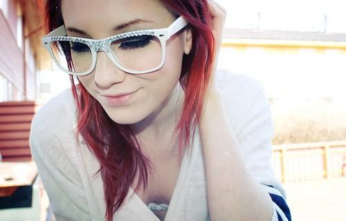 Tutorial di trucco: il make-up migliore per chi indossa gli occhiali.