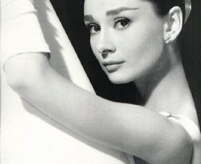 20 anni fa moriva Audrey Hepburn, icona di stile e di eleganza.
