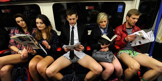 No-Pants day! Tutti senza pantaloni in metropolitana!