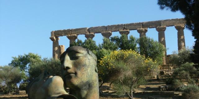 Partire per la Sicilia. Mandorli in fiore, sole e mare