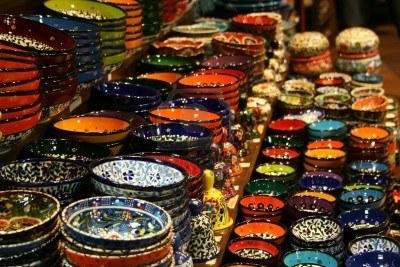 8792865-colorate-ceramiche-da-bazar-delle-spezie-istanbul-turchia