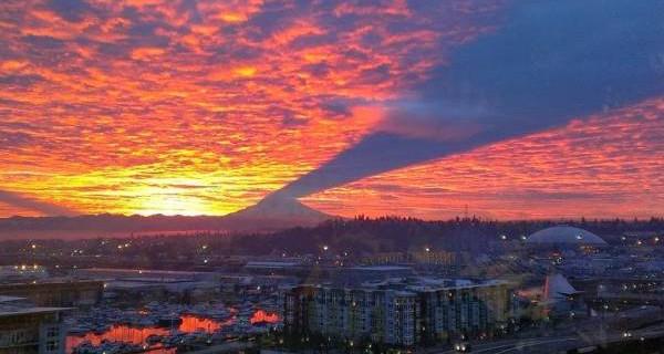 L'unico Vulcano al mondo che fa Ombra al Tramonto [FOTO]