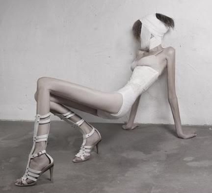 """""""The Vogue Factor"""" rivela: """"Le modelle mangiano pezzi di stoffa per combattere la fame"""""""
