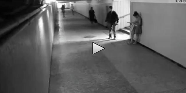 La ragazza che picchia il ladro -VIDEO-