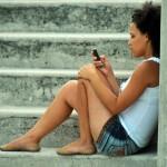 """""""Smartphone meglio del sesso"""": lo conferma una donna su due"""