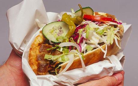 Allarme amanti del kebab. Attenzione a denti, occhi e ossa di animali