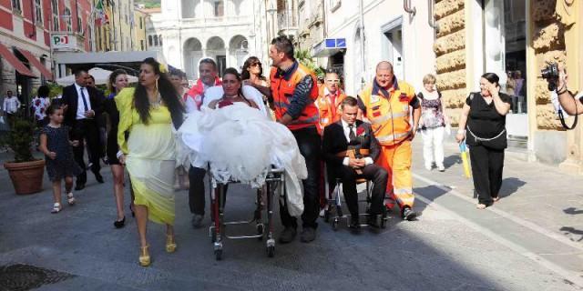 Pazzo matrimonio in ambulanza