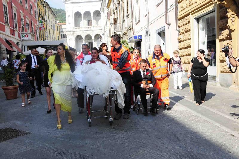 Matrimonio In Ambulanza : Pazzo matrimonio in ambulanza roba da donne