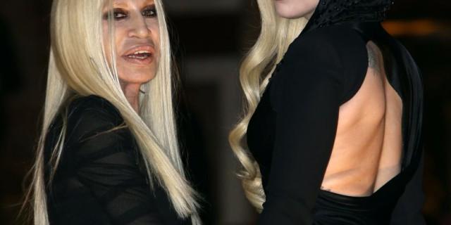 Lady Gaga e Donatella Versace come sorelle