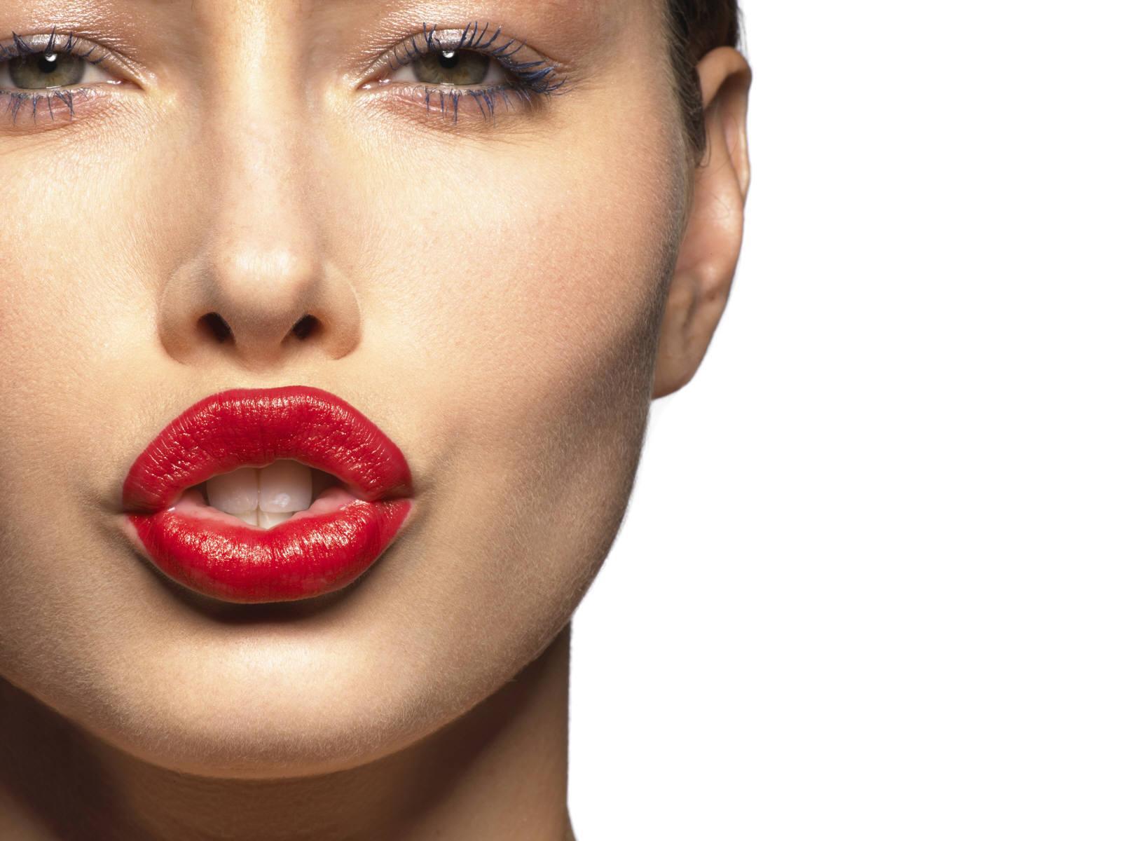 Il rossetto: cura il cattivo umore e aumenta l'autostima