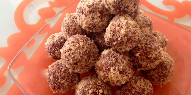Dessert veloce: tartufi al cioccolato e farina di nocciole