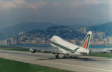 Furti ai bagagli in aeroporto: arrestati 49 dipendenti Alitalia.