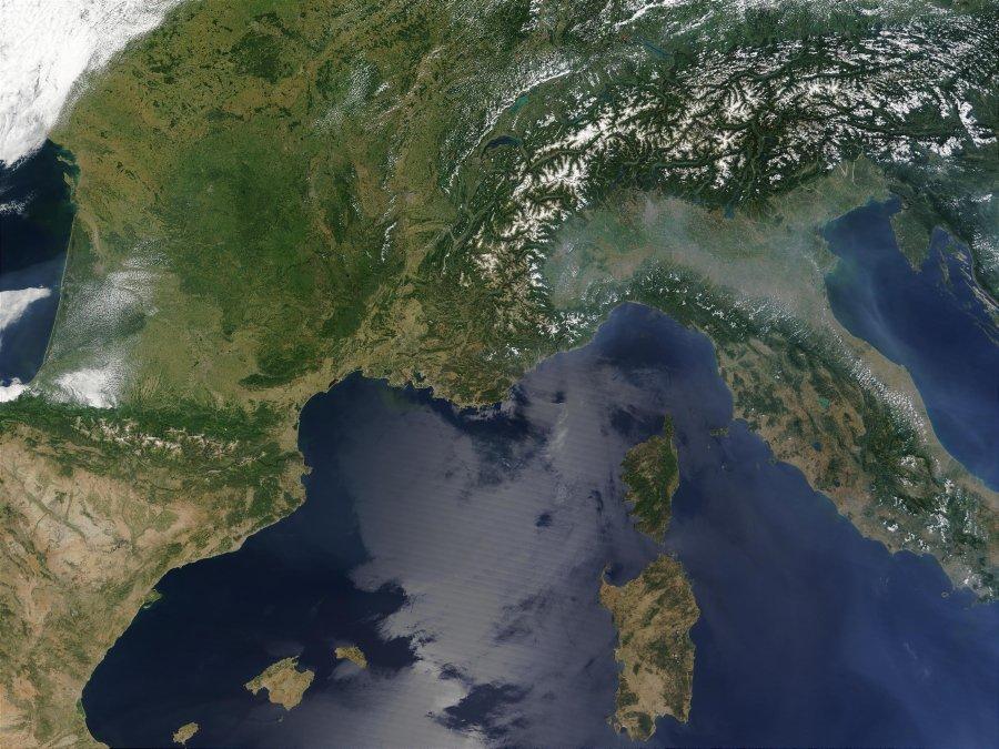 Nube misteriosa sopra la Pianura Padana: allarme pericolo dalla Nasa