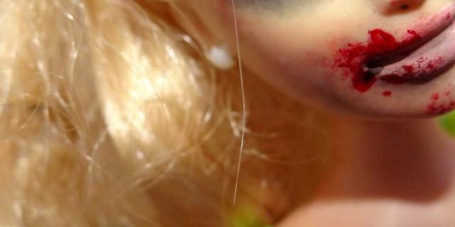 Quando la Barbie è vittima di violenza domestica [FOTO]