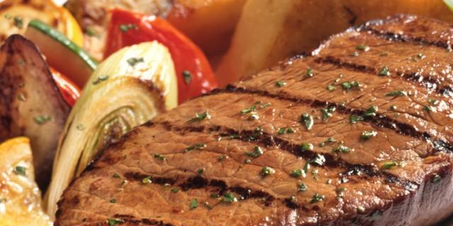 Mangiare troppa carne è pericoloso come fumare