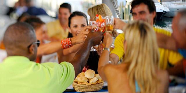 Cibo Conviviale, La Soluzione Ideale per Socializzare Mangiando