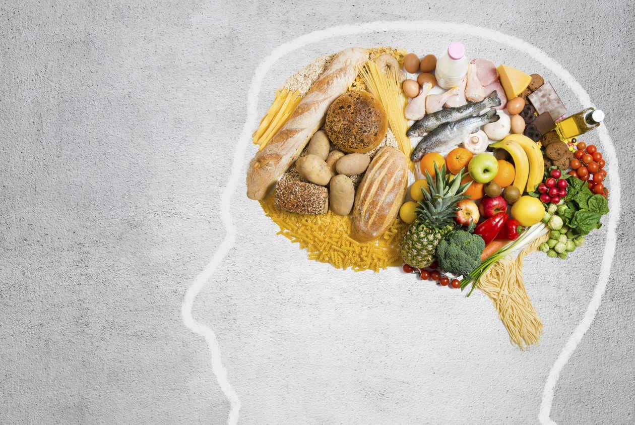 """10 Alimenti Che Lentamente """"Uccidono"""" Il Cervello"""