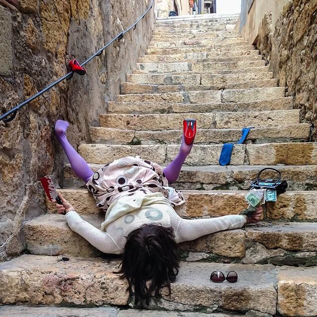 caduta sulle scale con mannaia