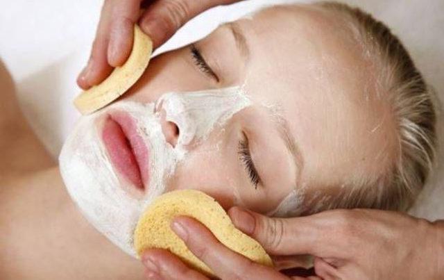 esfoliazione macchie scure viso