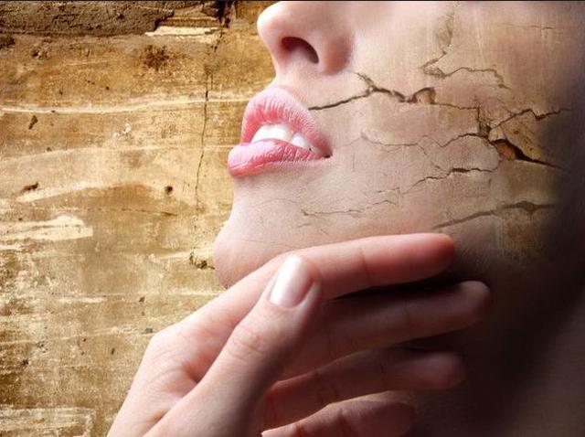 Leliminazione di un pigmentary nota da una faccia