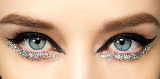 come mettere l'eyeliner glitter