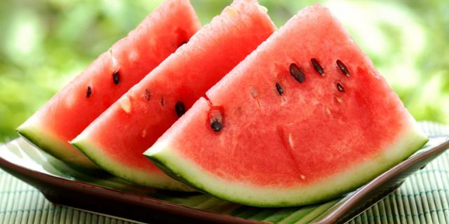 8 Ottimi Motivi Per Iniziare A Mangiare L'Anguria Tutti I Giorni