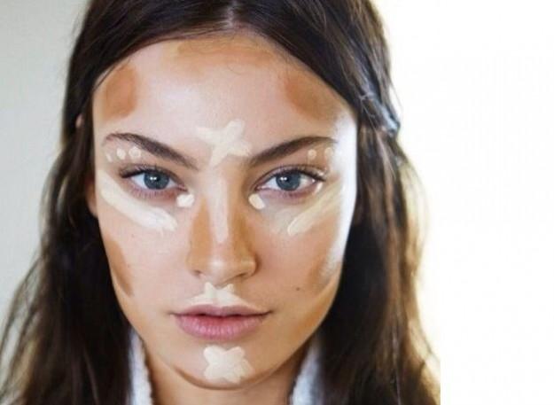 La cura di pelle di faccia di pelle di problema ha allargato pori