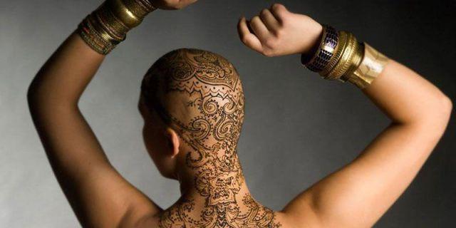 Tatuaggi all'Hennè Per Sentirsi Bellissime Durante La Chemioterapia