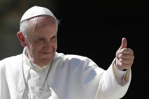 """""""Sono Trans, la mia Chiesa Non Mi Vuole"""" Papa Francesco Lo Accoglie a Roma"""