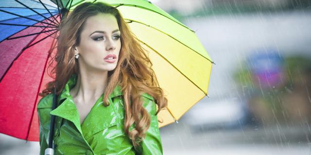 I Trucchi per Avere i Capelli Lisci e Perfetti Anche Quando Piove
