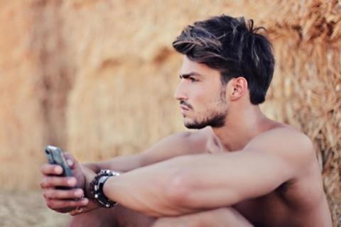 Uomini che Postano Selfie Sono Probabili Psicopatici: Lo Studio