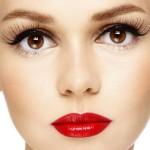 Occhiaie? Si eliminano con il Rossetto: Ecco il Nuovo Consiglio delle Make-Up Artist