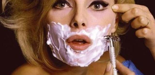 """I dermatologi consigliano: """"Donne, fatevi la barba"""""""