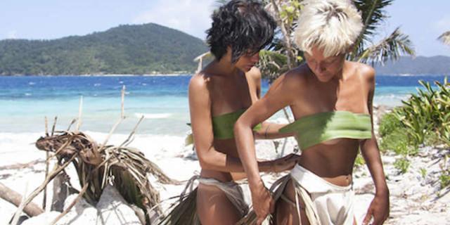 Isola: Le Donatella Nude a Playa Desnuda e tra il Gruppo scoppia la Polemica