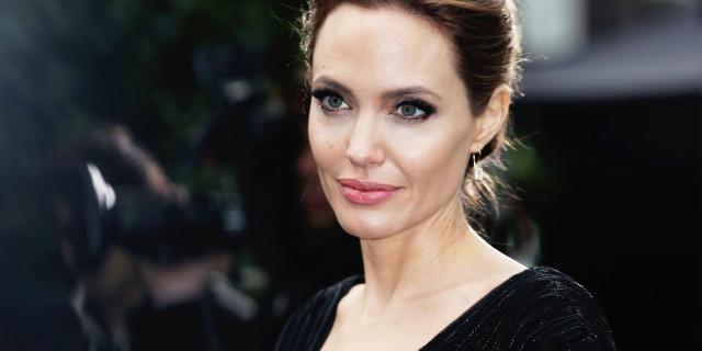 """Angelina Jolie Shock, Dopo il Seno si Fa Togliere le Ovaie """"Non Voglio Morire"""""""