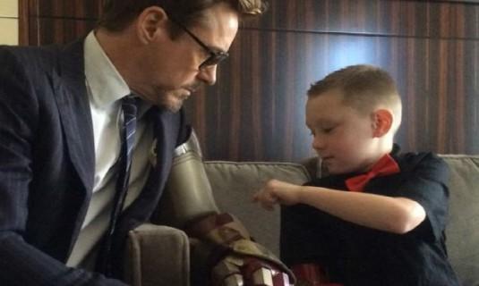 Robert Downey Jr, l'Iron Man Che Regala Un Braccio Bionico ad Un Bambino Disabile