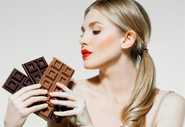 Mangiare cioccolato fa bene e aiuta a dimagrire anche quello al latte roba da donne - Cosa mangiare prima di andare a letto ...