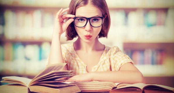 I Tragicomici Problemi che Solo le Donne con gli Occhiali Possono Capire