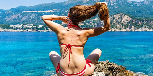 I problemi estivi delle donne con i capelli lunghi