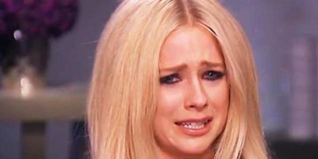 """Avril Lavigne in Lacrime: """"Ho Rischiato di Morire per una Zecca"""""""